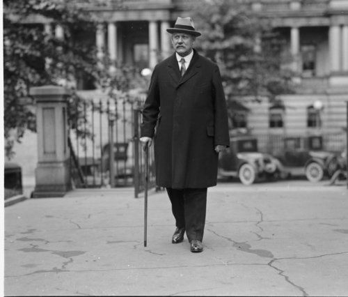 1925 photo Sec. Weeks at White House for his last cabinet meeting, 10/13/25 V b3
