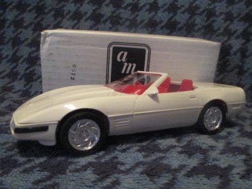 (#8923 AMT/ America Corvette Convertible,Artic White/Red Interior 1/25 Scale Plastic Promo Model Car, Fully Assembled)