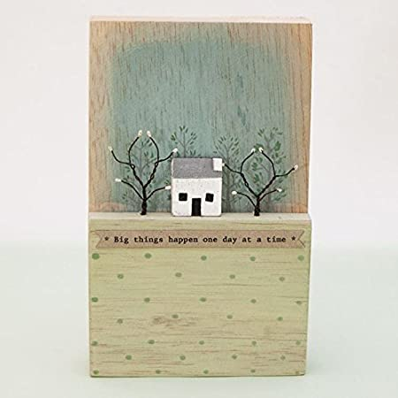 decorative scene on wooden block East of India Love you to the moon /& back