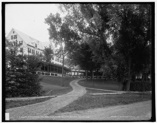 Photo: Entrance,grounds,Hyde Manor,hotels,inns,Sudbury,Green Mountains,Vermont,VT,1900