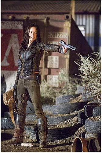 Moon Bloodgood 8 Inch X 10 Inch Photograph Terminator Salvation 2009 Gun In Left Hand Kn At Amazon S Entertainment Collectibles Store
