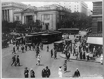 Photograph: Street corner at 15th and G Streets, N.W., Washington, D.C. U.S. GEOG FILE Washington, D.C., Streets, 15th Street. Street corner at 15th and G Streets, N.W., Washington, D.C. / Underwood & Underwood. between 1910 and 1920