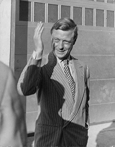 Windsor Wave - Vintage photo of Duke Edward of Windsor waves goodbye to many admirers and friends as he and Duchess Wallis depart from Miami.- 1941