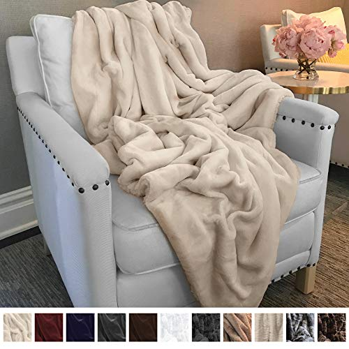 The Connecticut Home Company Ultimate Velvet with Sherpa Throw Blanket, Super Soft, Large Plush Reversible Blankets, Warm and Hypoallergenic Washable Couch/Bed Throws, Microfiber 65x50 (Cream)