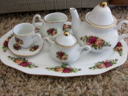 ROYAL ALBERT OLD COUNTRY ROSE 8 PIECE MINI TEA SET. ( NEW WITH BOX)
