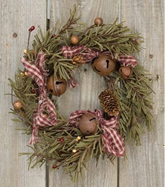 Amazon Com Rustic Holiday Pine Ring Berries Rusty Bells Pinecones Bows Country Primitive Christmas Decor Home Kitchen
