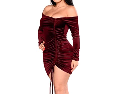 Vestidos cortos pegados color vino