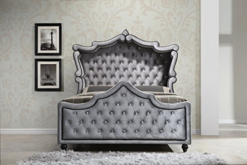 Crystal Sleigh - Meridian Furniture Hudson-Canopy-K Hudson Collection Grey Velvet Upholstered Canopy Bed with Crystal Button Tufting, and Custom Solid Wood Legs, Grey, King