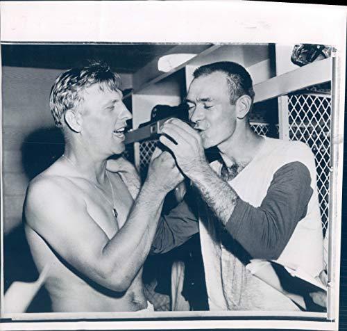 (Vintage Photos 1960 Press Photo Chicago IL Don Cardwell Pitcher Kiss St Louis Cardinals 8x8)