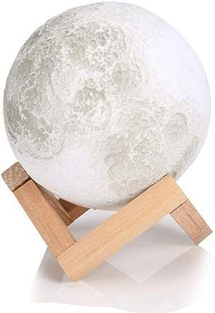 مصباح ليلي ليد ثلاثي الابعاد بتصميم قمر قياس 15 سم يصدر اضاءة قمرية ويوضع في غرفة النوم للزينة والاضاءة، قابل للشحن بقاعدة توضع على الطاولة وطاولة المكتب بمستشعر لمس، يمكن تقديمه كهدية
