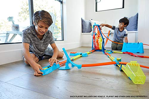 519gDmB1pGL Track Builder Unlimited Triple Loop Kit is the ultimate triple loop threat— first ever triple loop stunt. Multi-use pieces for nearly endless combinations unlock creativity. The set is an epic 20-inches tall for big-time fun Build a gravity drop or make a daredevil jump and connect to other track builder sets for amped up challenges with friends.