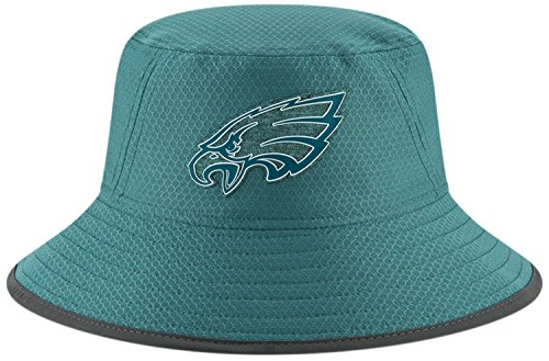 9150f60cf8e Amazon.com  Philadelphia Eagles New Era 2018 Training Camp Primary Bucket  Hat Green  Clothing