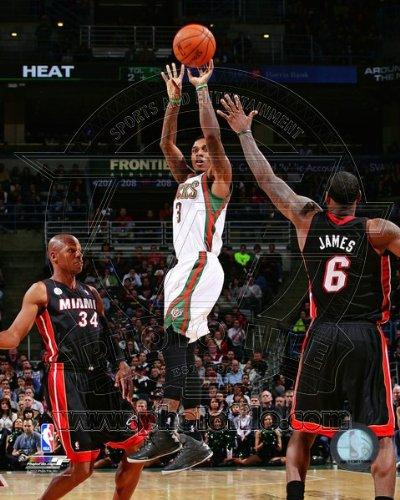Brandon Jennings Milwaukee Bucks 2012-2013 NBA Action Photo 8x10 #2