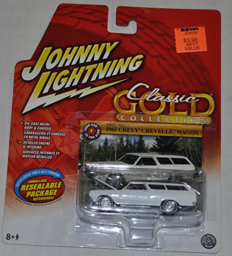 Chevy Chevelle Wagon - 1965 Chevy Chevelle Wagon (White) - Classic Gold Collection - Johnny Lightning - Diecast Car