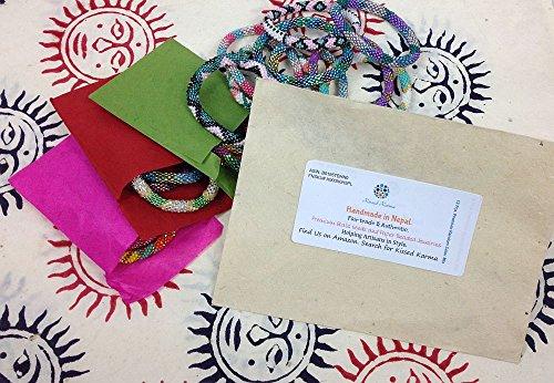 népalais Roll On à la main avec perles en verre Seed Bead bracelet. Lot de 12. Mélange de couleurs aléatoires.