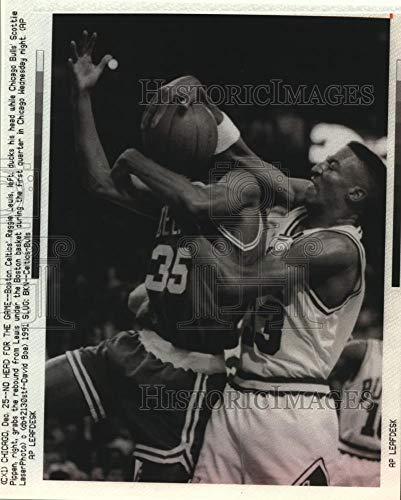 Vintage Photos 1991 Press Photo Scottie Pippen Bull rebounds Ball from Boston Celtic, ()