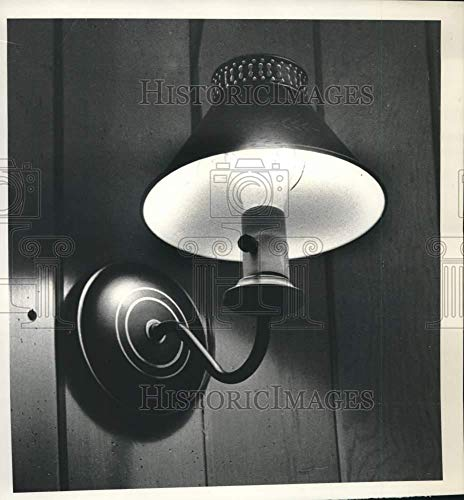 Vintage Photos 1982 Press Photo Wall Light with lampshade at Arongen School, Clifton Park, NY