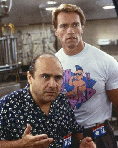Danny Devito And Arnold Schwarzenegger In Twins Side By Side 11x14 Promotional Photograph At Amazon S Entertainment Collectibles Store