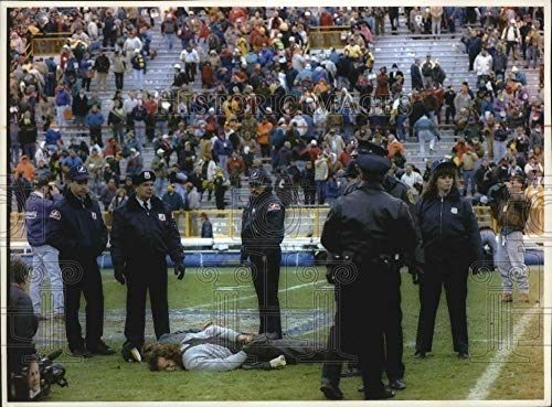 Vintage Photos 1993 Press Photo Security at Packers Game arrests revelers at Lambeau Field.