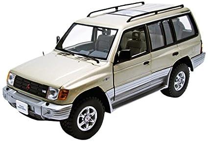 Buy 1998 Mitsubishi Montero Long 3 5 V6 Sudan Beige Metallic 1/18 by