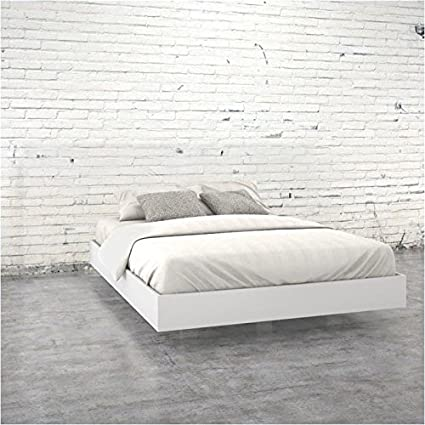 purchase cheap 722bf 39614 Amazon.com: Pemberly Row Queen Size Platform Bed in White ...