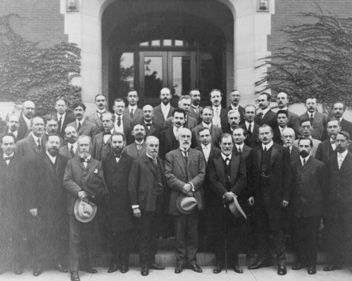 1909 photo Celebration of the Psychological Department, Clark University, Worcester, Massachusetts graphic. Sigmund Freud, Carl Gustav Jung, Ernest Jones, Sandor Ferenczi, G. Stanley Hall, A.A. Brill, and many others posed in front of entrance to build .. B011MRGT2C