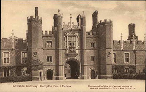 Hampton Court Palace - Entrance Gateway London, England Original Vintage Postcard