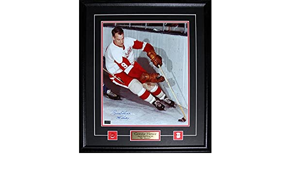 c3dbf6fa6fa Amazon.com   Midway Memorabilia Gordie Howe Detroit Red Wings Signed 16x20  Frame   Sports   Outdoors