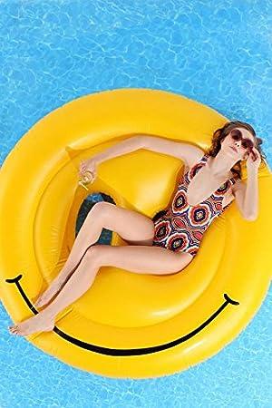 Flotador hinchable en forma de emoji carita felix tamaño gigante para la piscina o playa.