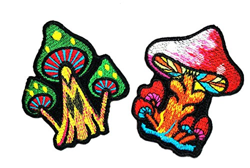 (HHO Set 2 Piece Funny Cute DIY Clothes Patches Cartoon Red and Green Mushroom DIY Applique Embroidered Sew Iron on Patch for Bags Jackets Jeans Clothes)