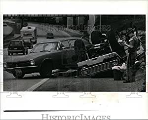 Amazon com: 1991 Press Photo Police Investigate Accident on I-90