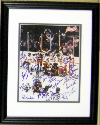 Autograph Warehouse 84588 1980 United States Olympic Hockey Team Autographed 8 x 10 Photo Signed By 20 Players And Coach Herb Brooks The Miracle On Ice Matted And Framed (Hockey Framed Olympic 1980)