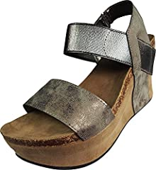 Pierre Dumas is a fashion shoe brand based in California. Pierre Dumas offers a wide array of styles including heels, wedges, flats, shoes, sandals and boots.