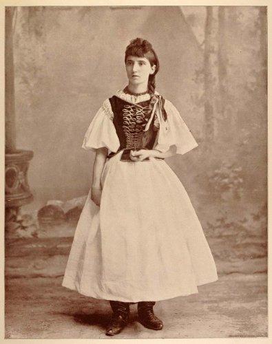 1893 Chicago World's Fair Portrait Hungarian Gypsy Queen Roma Romani Costume - Original Halftone Print
