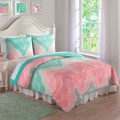 Laura Hart Antique Chevron Quilt Set