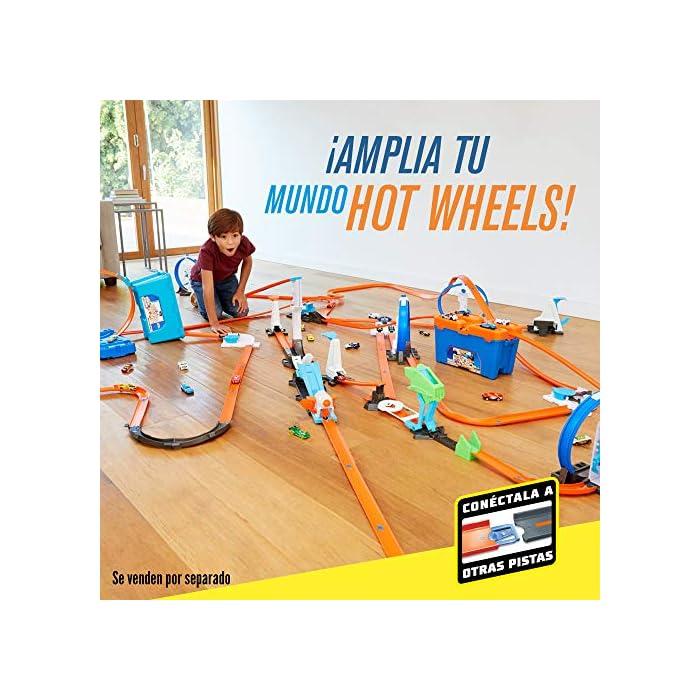 51APiCifN%2BL Edad: 6+ Conecta las pistas de Hot Wheels y activa la creatividad de tu hijo y su capacidad de enfrentarse a un reto. El único límite es su imaginación La Caja de acrobacias de Hot Wheels permite construir todo un mundo de pistas o ampliar las pistas que ya tienes
