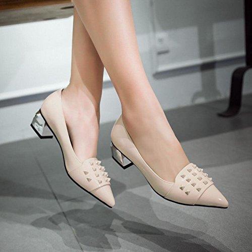 Mee Shoes Damen modern populär bequem Niedrig dicker Absatz Geschlossen spitz mit Niete Pumps Beige