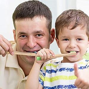 Los cepillos de dientes de bambú son aptos para toda la familia.