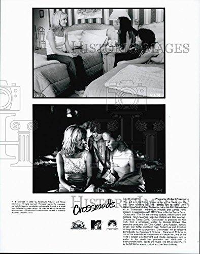 2002 Press Photo Britney Spears, Zoe Saldana, Taryn Manning in - Saldana Zoe Crossroads