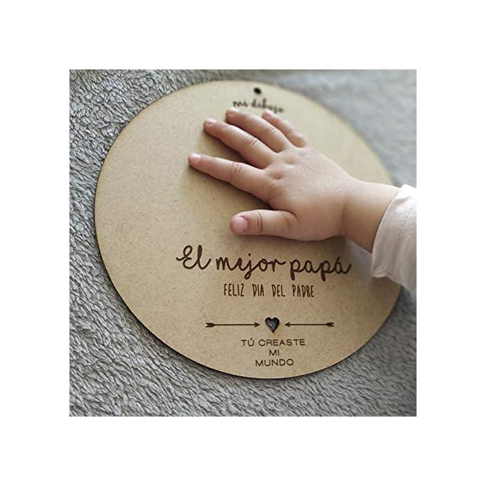 ⭐ Círculo de madera de 21 cm de diámetro en material DM ⭐ Regalo para personalizar en el que podéis pintar lo que queráis para regalárselo al papá ⭐ Pinta las huellas de manos y pies del recién nacido, o dibujo lo que quieras, si el niño es más mayor, será un recuerdo único para el día del padre