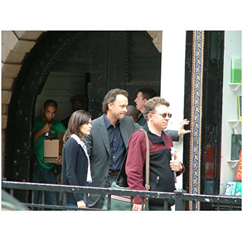 Tom Hanks as Robert Langdon and Audrey Tautou as Sophie Neveu on the Set of The Da Vinci Code 8 x 10 Inch Photo (10 Inch Concert Tom Set)