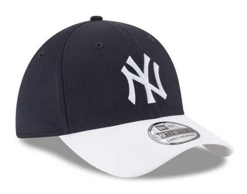 b5d8663bdde46 Amazon.com  New York Yankees New Era 2018 On-Field Prolight Batting Practice  39THIRTY Flex Hat – Navy White (M L)  Clothing