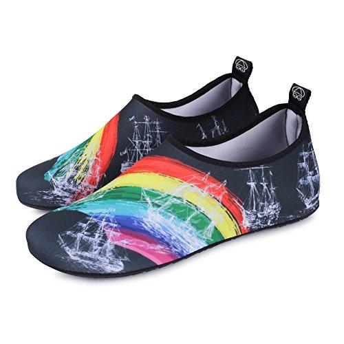 JIASUQI Unisex Outdoor Strand Pool Wasser Schuhe Aqua Socken für Frauen Männer Yoga Übung Schwarz / Regenbogen