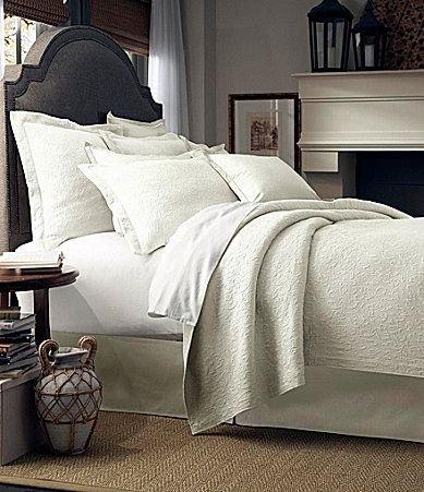 35b9eeeecd898 Amazon.com  Noble Excellence Villa San Marino King Size Coverlet Set with  Euro Shams White  Home   Kitchen
