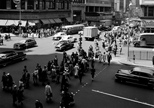 Posterazzi USA New York pedestrians and traffic at 34th Street and Herald Square Poster Print (18 x ()