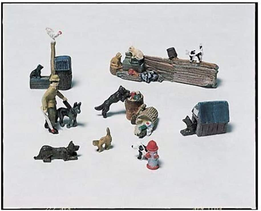 3 Figures, Dog /& Accessories HO Scale Woodland Scenics Wash Day Getaway
