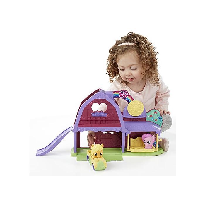 El tamaño de los ponis y cochecito tiene el tamaño adecuado para las manos de los más pequeños En el coche caben dos ponis Funciona con otros sets de la línea de Playskool My Little Pony