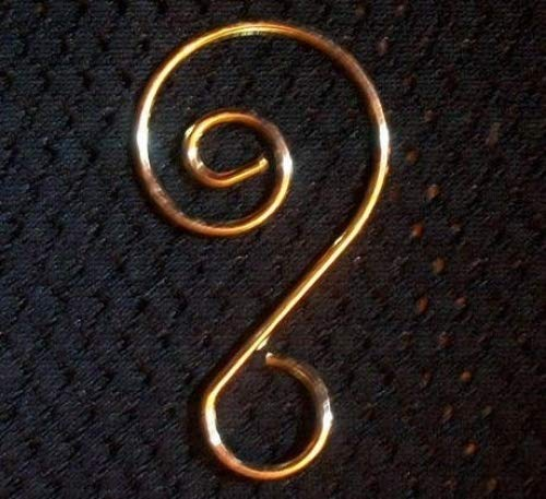 Darice®Fancy Gold Ornament Hooks, Gold Ornament Hanger for Collectibles, Pack of 18