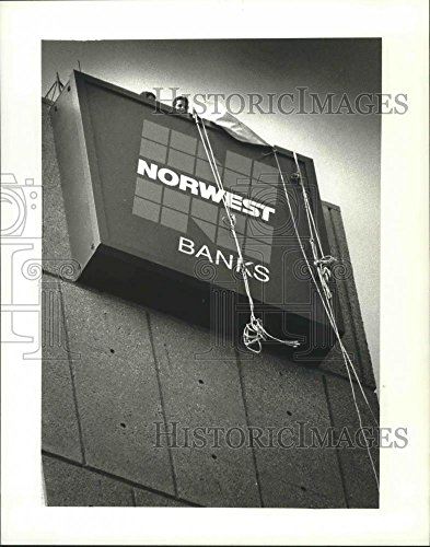 1990 Press Photo Norwest Corp At 735 W  Wisconsin Ave  Was First Interstate Bank