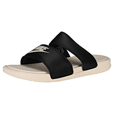 huge selection of 68c31 c2904 Nike WMNS Benassi Duo Ultra Slide, Chaussures de Fitness Femme, Multicolore  (Black Guava